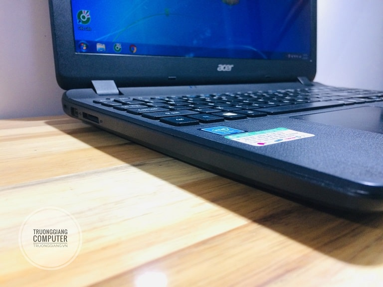 Các cổng kết nối Laptop Acer Aspire ES1-531