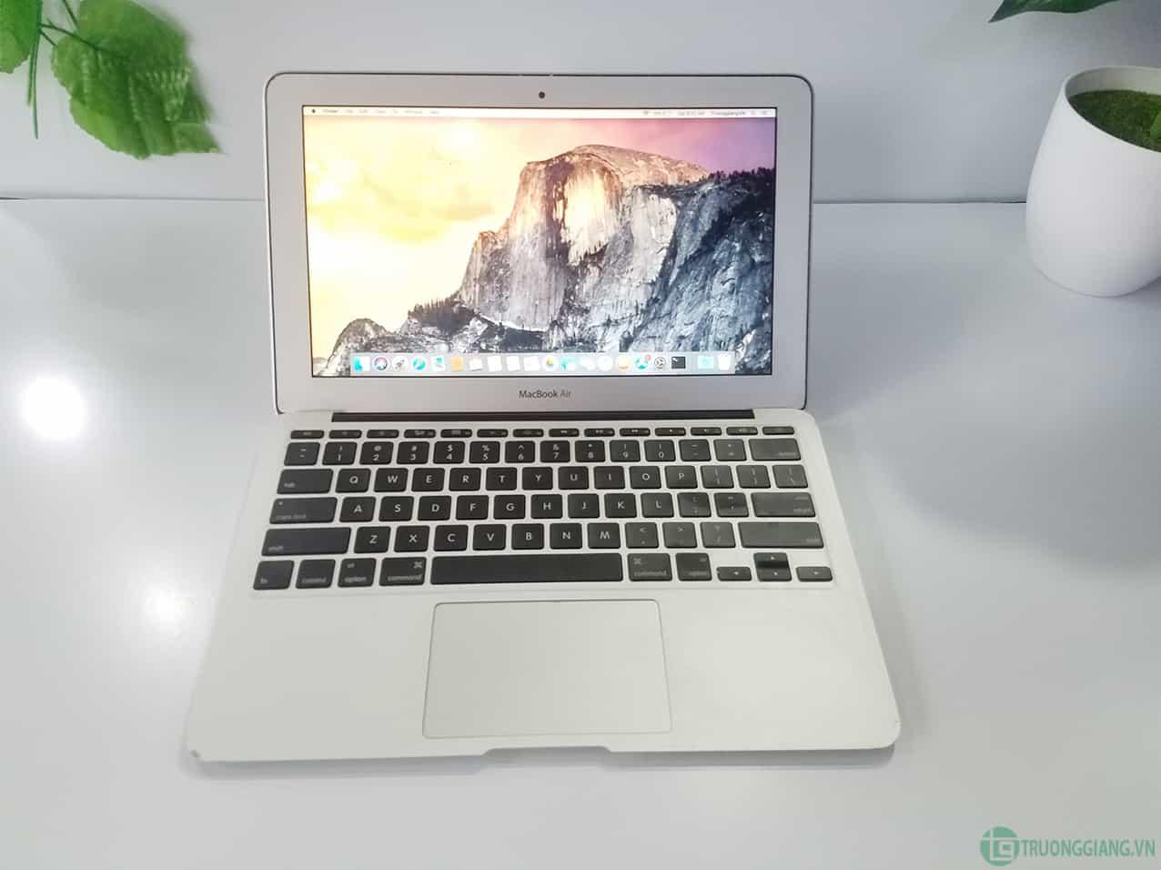 Màn hình Macbook Air Mid 2011
