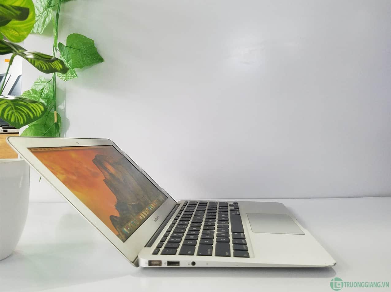 Kiểu dángMacbook Air Mid 2011