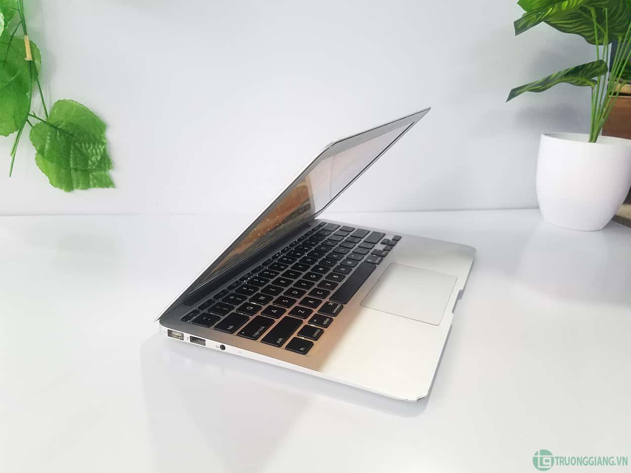 cấu hình Macbook Air Mid 2011