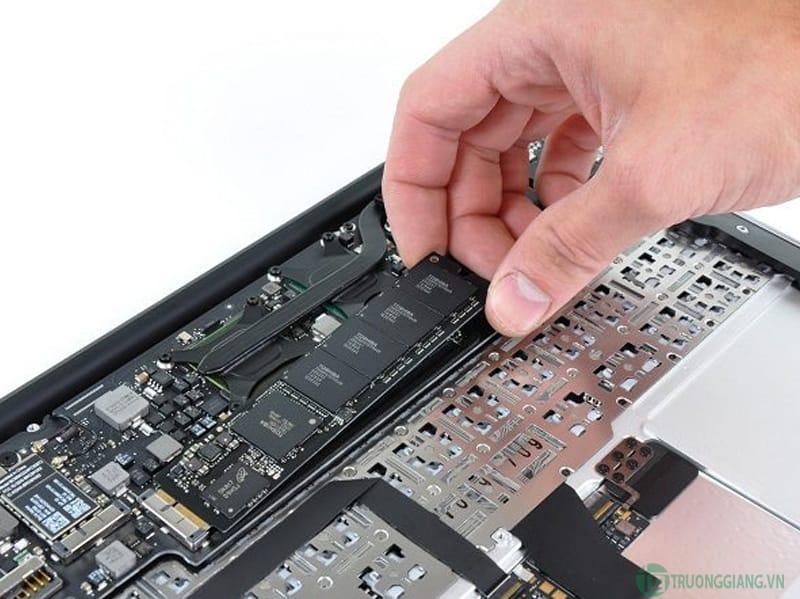 Nâng cấp RAM và SSD Macbook